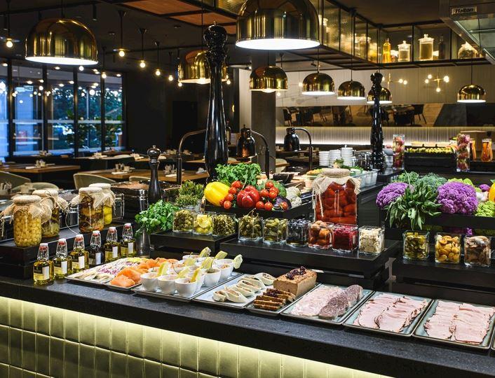 Śniadania w Renaissance Warsaw Airport Hotel